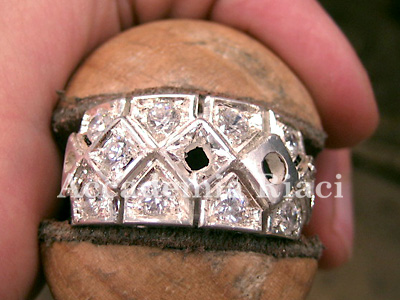 Ring with galleria 3